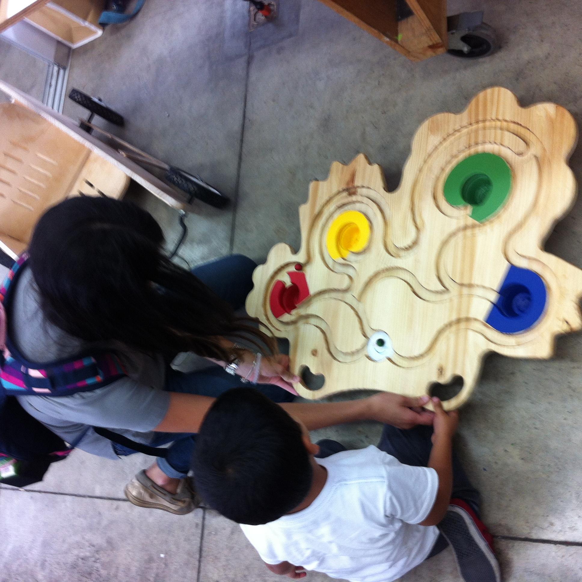 Estudiantes universitarios exponen nuevos juguetes para - Juguetes nuevos para ninos ...